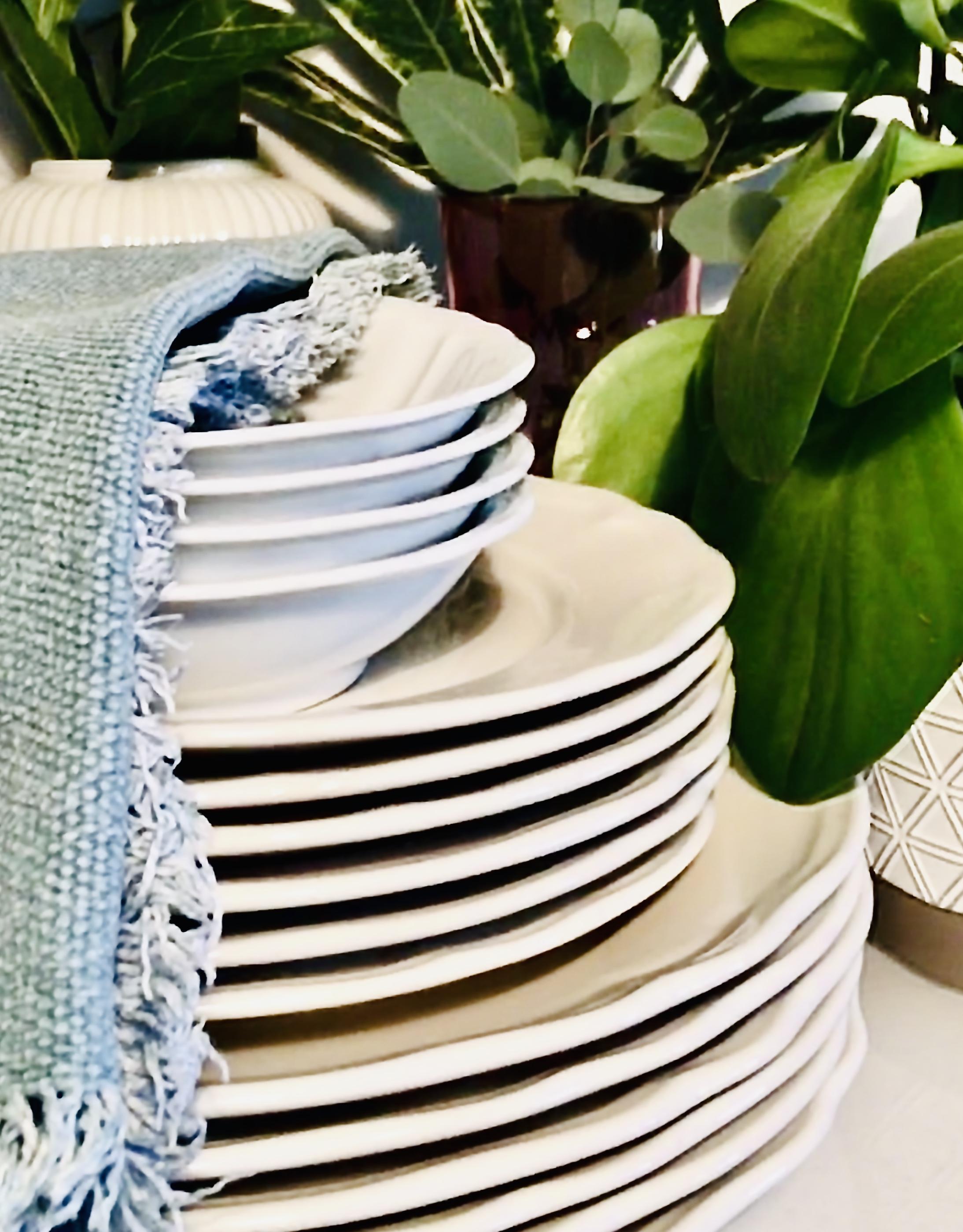 decluttering piatti e bicchieri